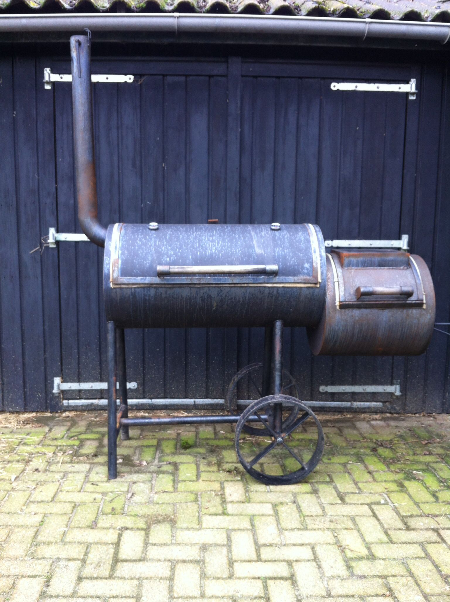 A Home Build Offset Smoker Bought 2nd Hand Just Needs Some Paint And It S Ready To Fire Up