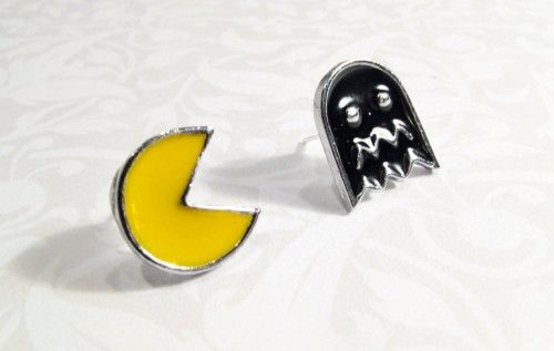 """This is a fantastic set of Pac-Man style earrings!  Perfect for the retro video game fan!   You get one Pacman and one """"ghost"""", creating a """"mismatched"""" set.   SIZE: 13mm - 15mm MATERIALS: Silver-plate"""