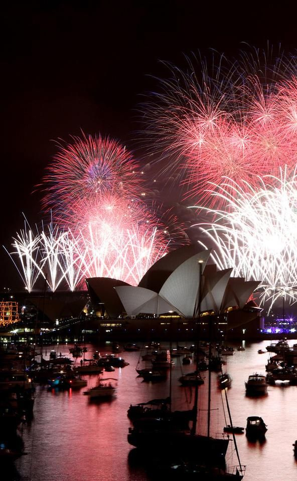 Around The World On New Year S Eve In Photos Celebration Around The World New Year Celebration Photo
