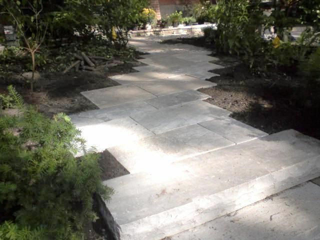 Google Image Result for http://www.whistlingdwarfstonework.com/images/patios_walkways/A_dry_laid_Wiarton_flagstone_walkway.jpg