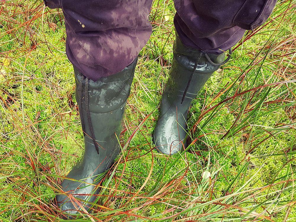 Mimo, że kalosze są wysokie to czasem i tak za niskie:) Już czas na grzybobranie. Zaopatrz się w kalosze już dziś...  #polbutcompl #demar #grands #demarboots #butydemar #wellies #kalosze #kaloszemęskie #dolasu #nagrzyby #naryby #gumboots #allyearround #rainboots #dobrebopolskie #produktpolski #hunting #fishing