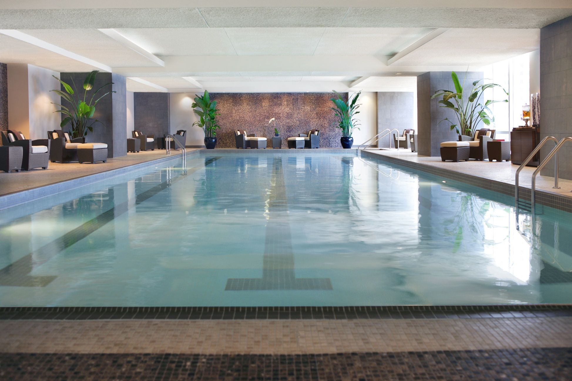 http://www.trumphotelcollection.com Indoor pool at the Trump ...