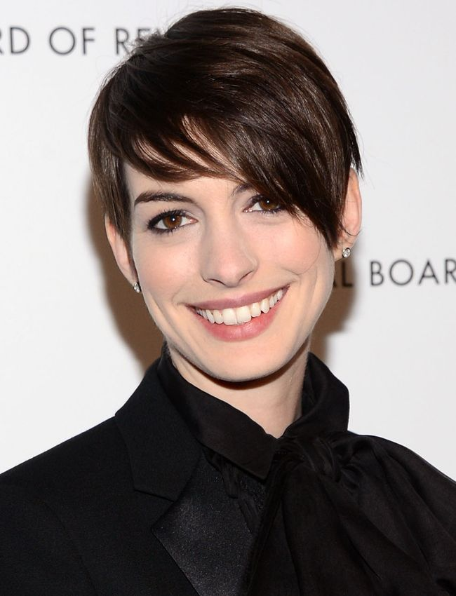 Anne Hathaway Short Haircut Brunette Long Pixie Hair With Side