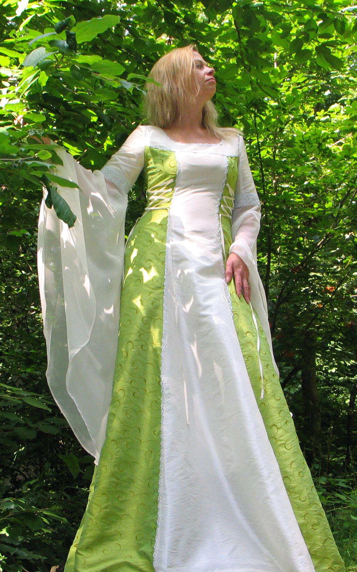 Mittelalter Brautkleid in grün | Brautkleid, Braut, Brautmode