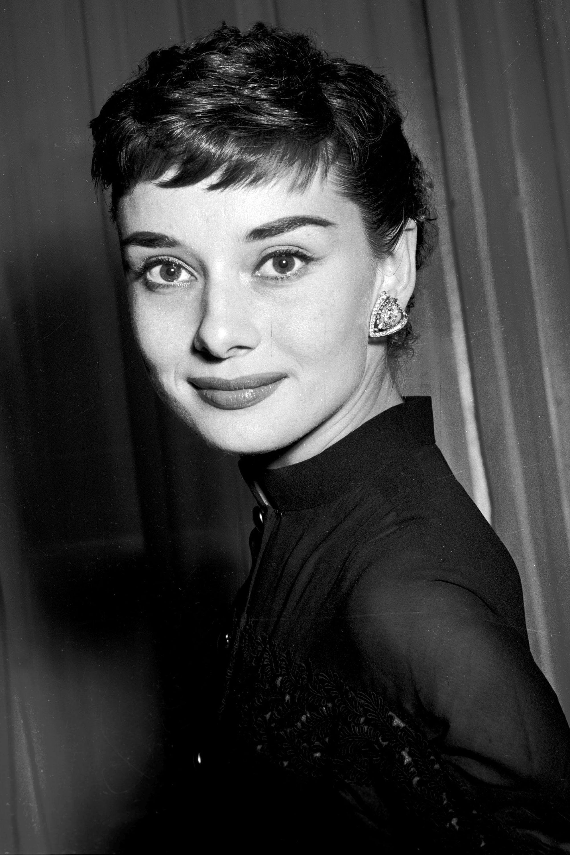 Pinterest Angelitany Audrey Hepburn Photos Audrey Hepburn Pixie Audrey Hepburn Hair