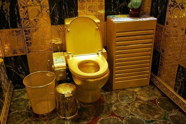 Solid Gold Bathroom Would You Curtsie To This First And Ask It Permission Take A In Lol