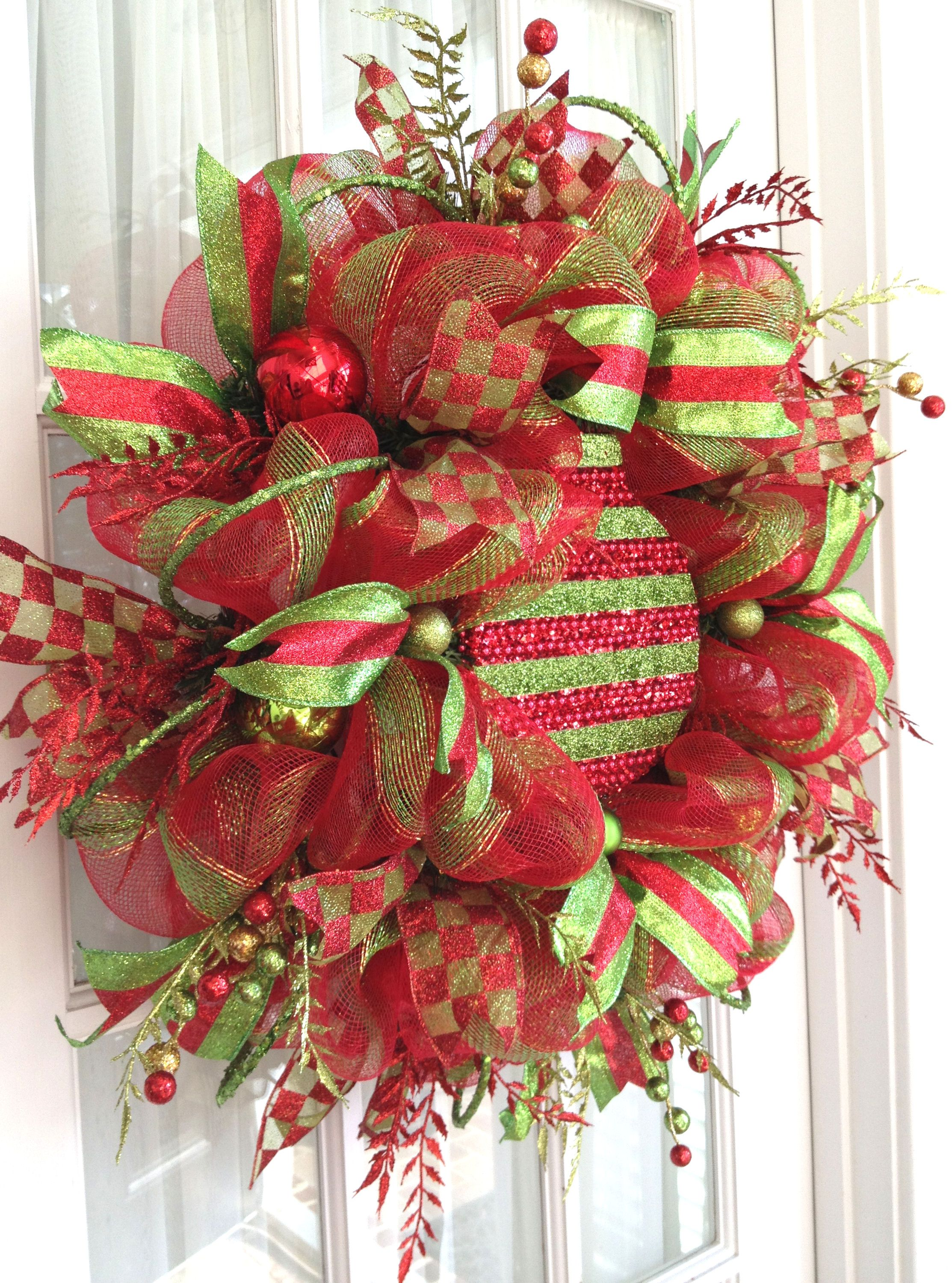 How to attach large ornaments to deco mesh wreaths. | Deco ...