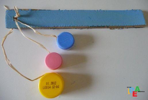 Sonaglio realizzato con tappi di plastica