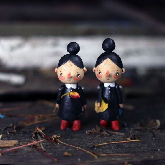 в детстве мечтала о сестре-близняшке #kotyasya_добывайки  #woodentoys #woodentoys #деревянныеигрушки #деревянныекуклы  нашли дом/sold