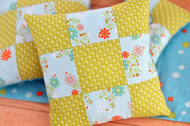 """""""nine patch pillow -- perfect for beginners""""   was JUST thinking i want to begin quilting in some shape or form...think i need to try this!"""