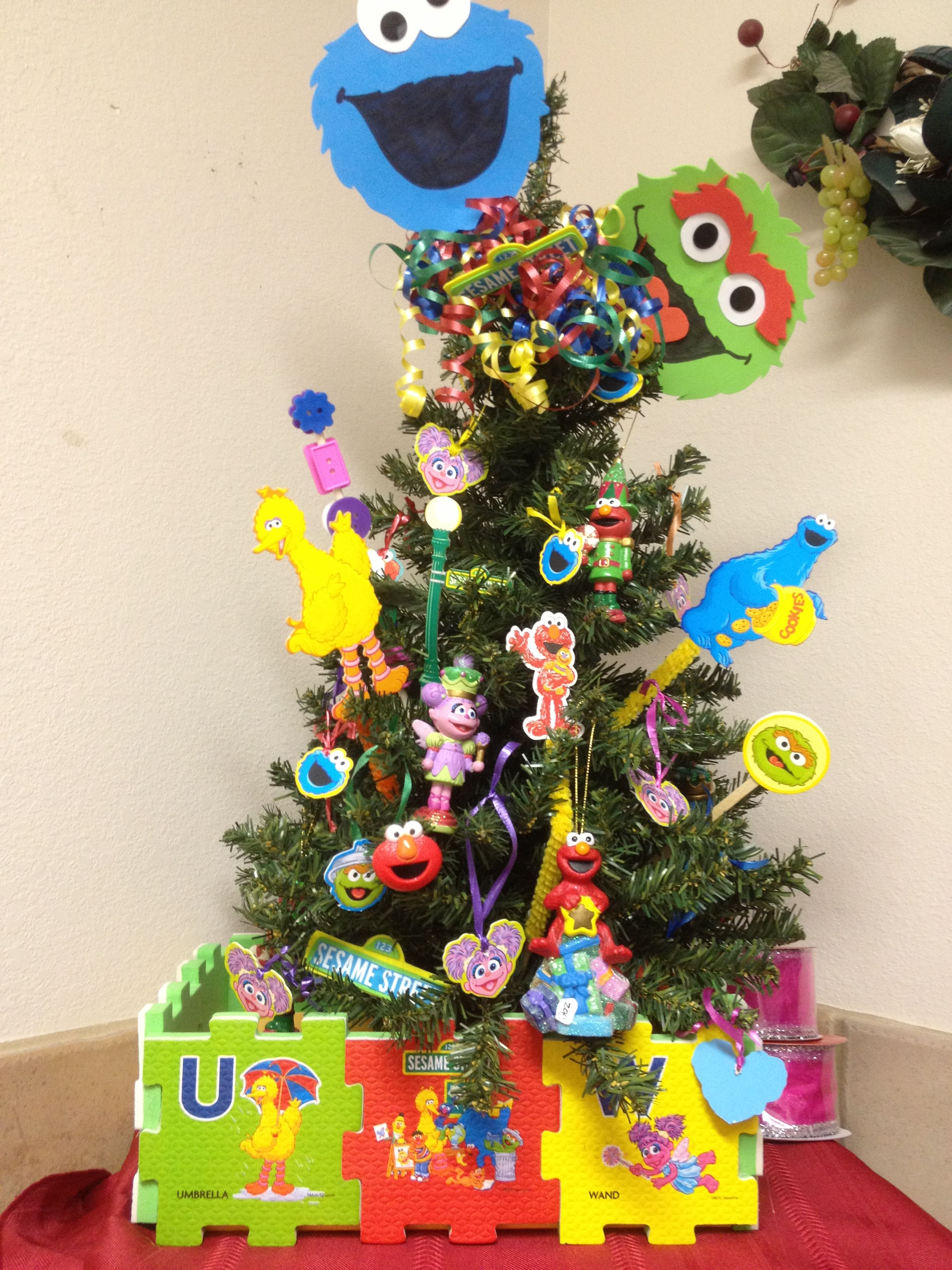 Sesame Street Christmas Tree Can T Wait To See The Look On My Daughters Face Sesame Street Christmas Creative Christmas Trees Elmo Christmas