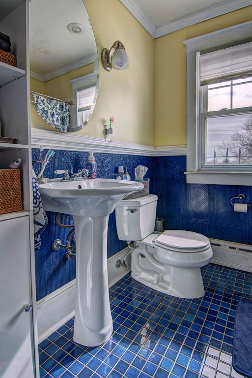 Traditional Full Bathroom with Crown molding, Pedestal Sink, Chair ...