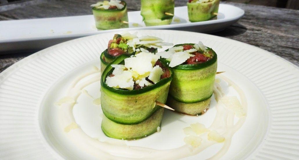 Komkommer carpaccio met avocado is een heerlijk gerecht je kunt