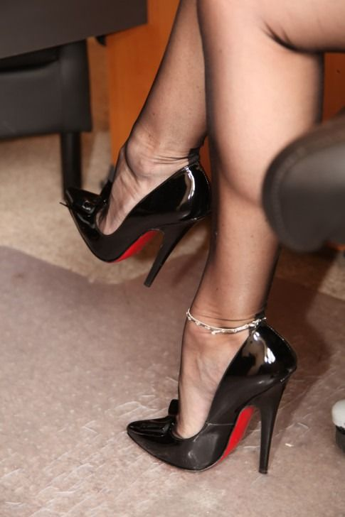 foot cuckold high heel nylons