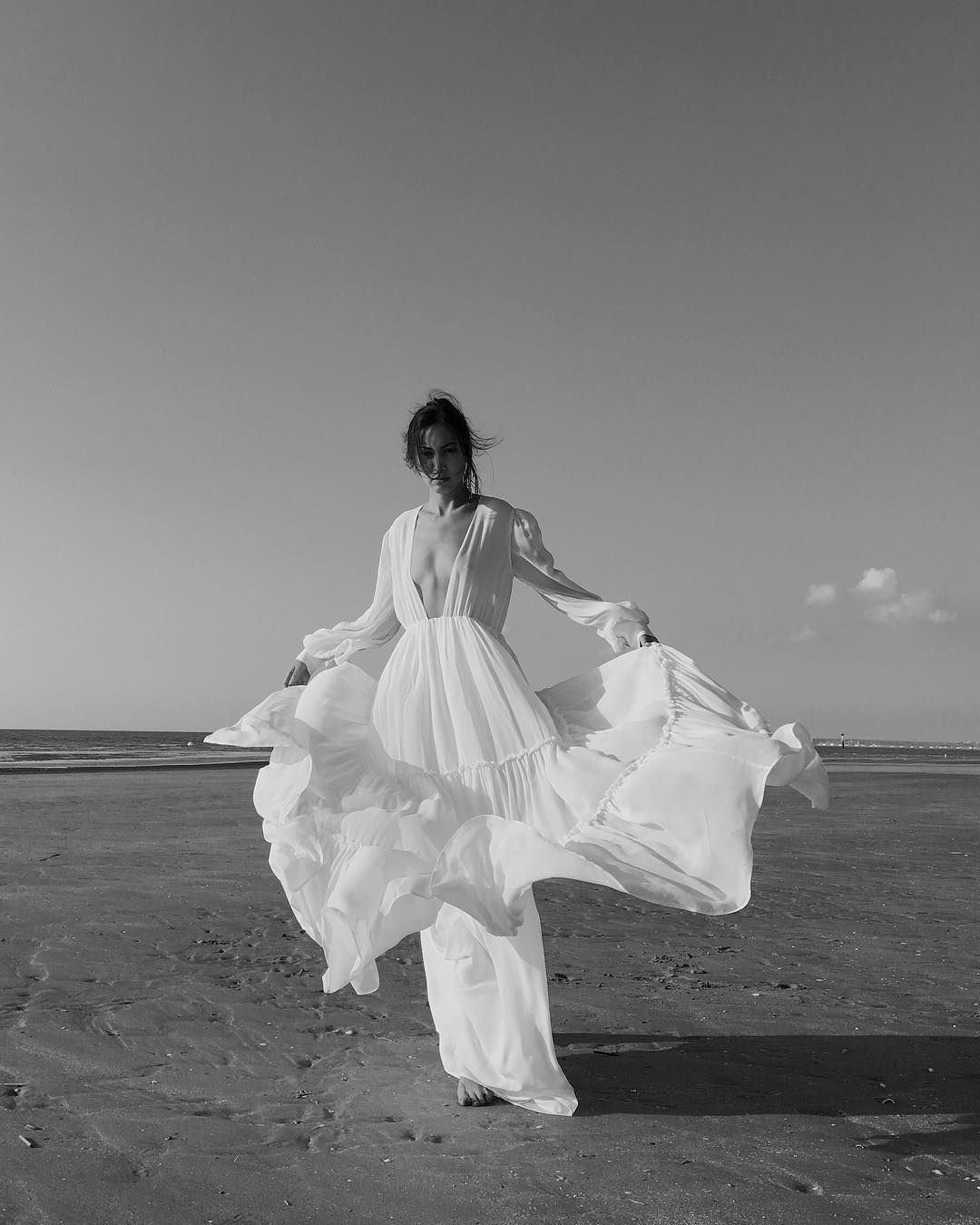 The shape of wind 💨 •  fashion  editorial  style  outfit  white  silk   maxi  dress  ocean  horizon  wind  barrieremoments  love • 📸  my7lv e59074104ad