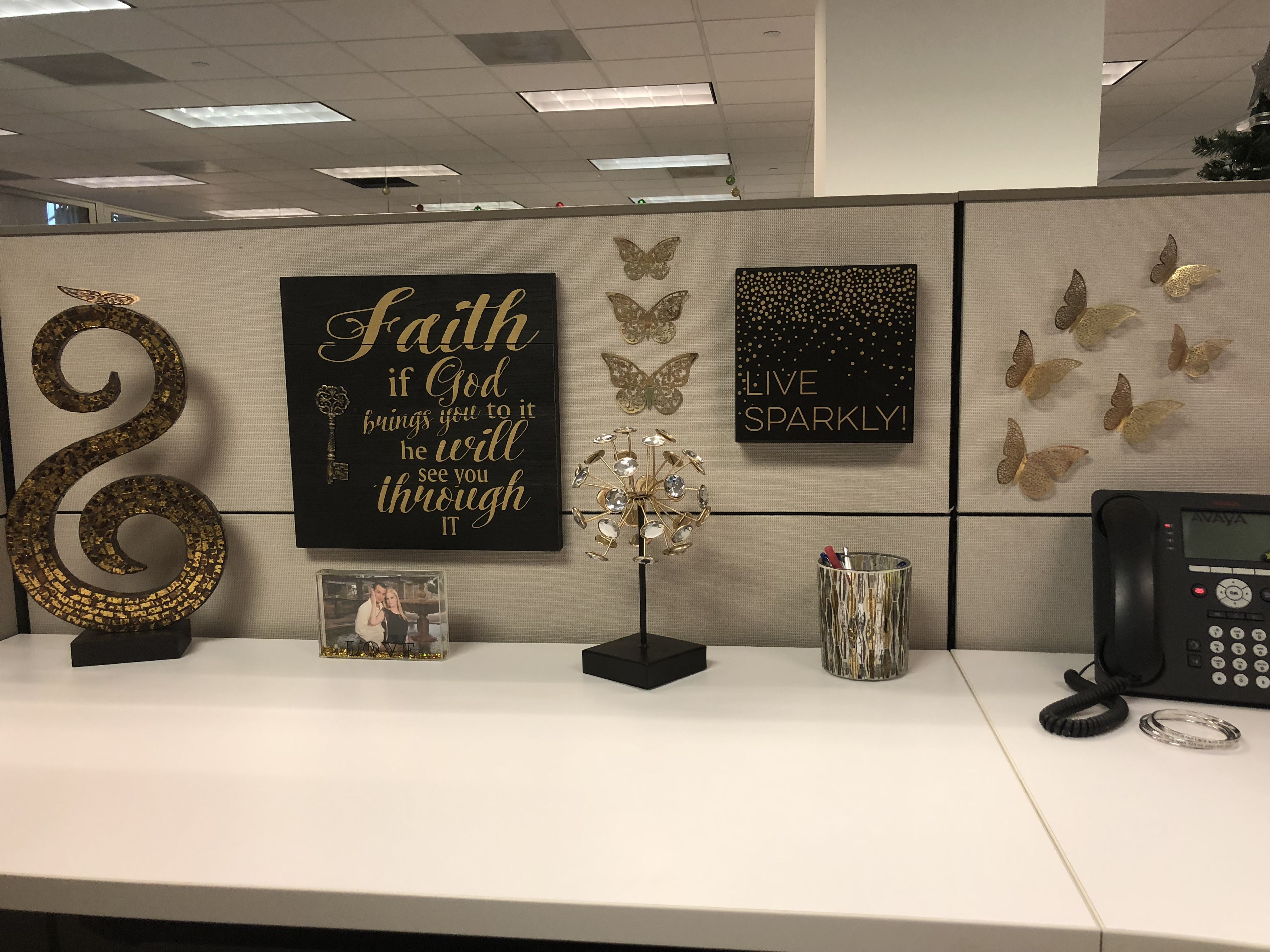 Cubicle Decoration Girly And Elegant Black And Gold Work