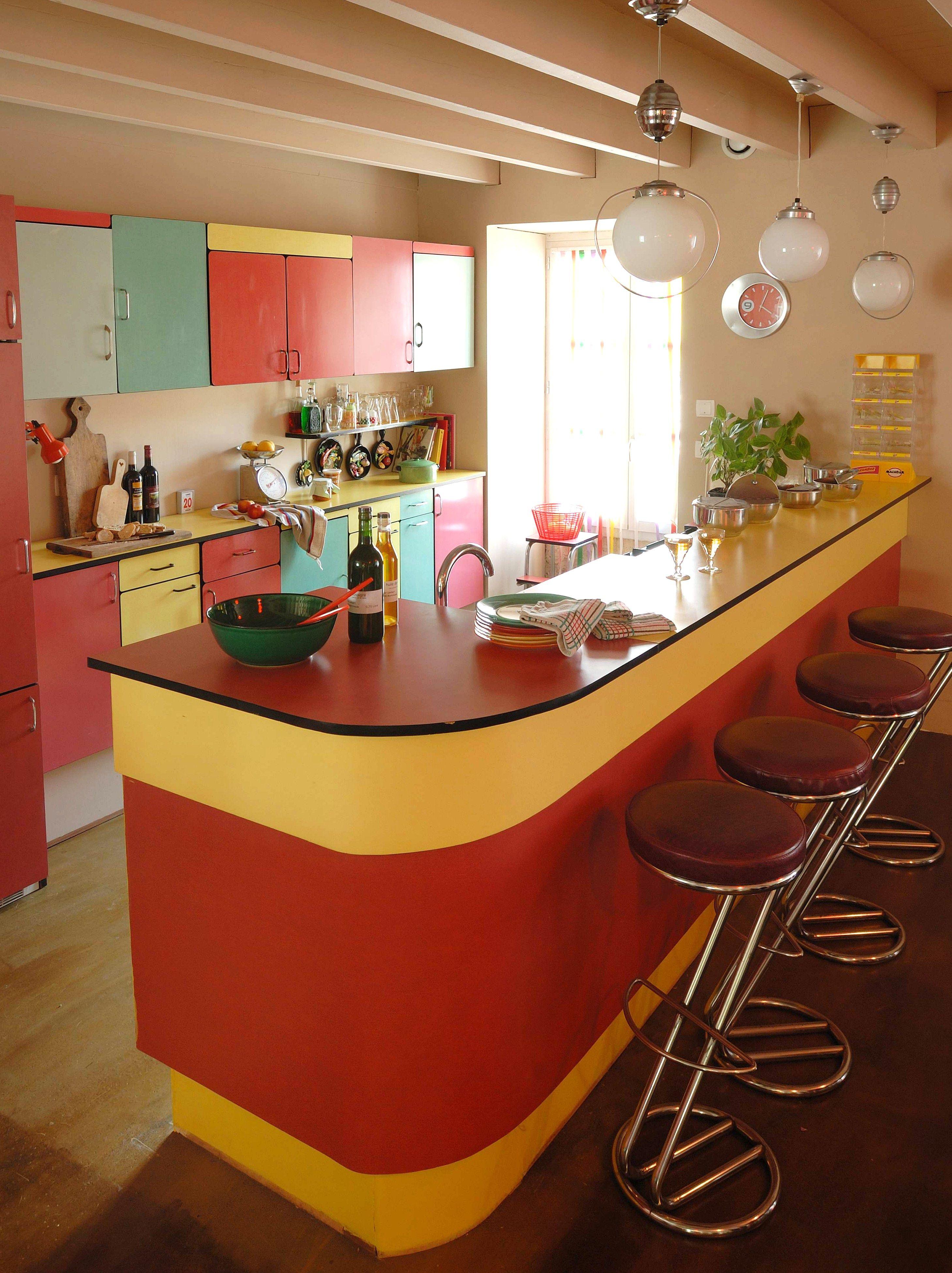 L 39 picerie de v nat bar et placards en formica r alis s avec des buffets chin s - Cuisiner le bar ...