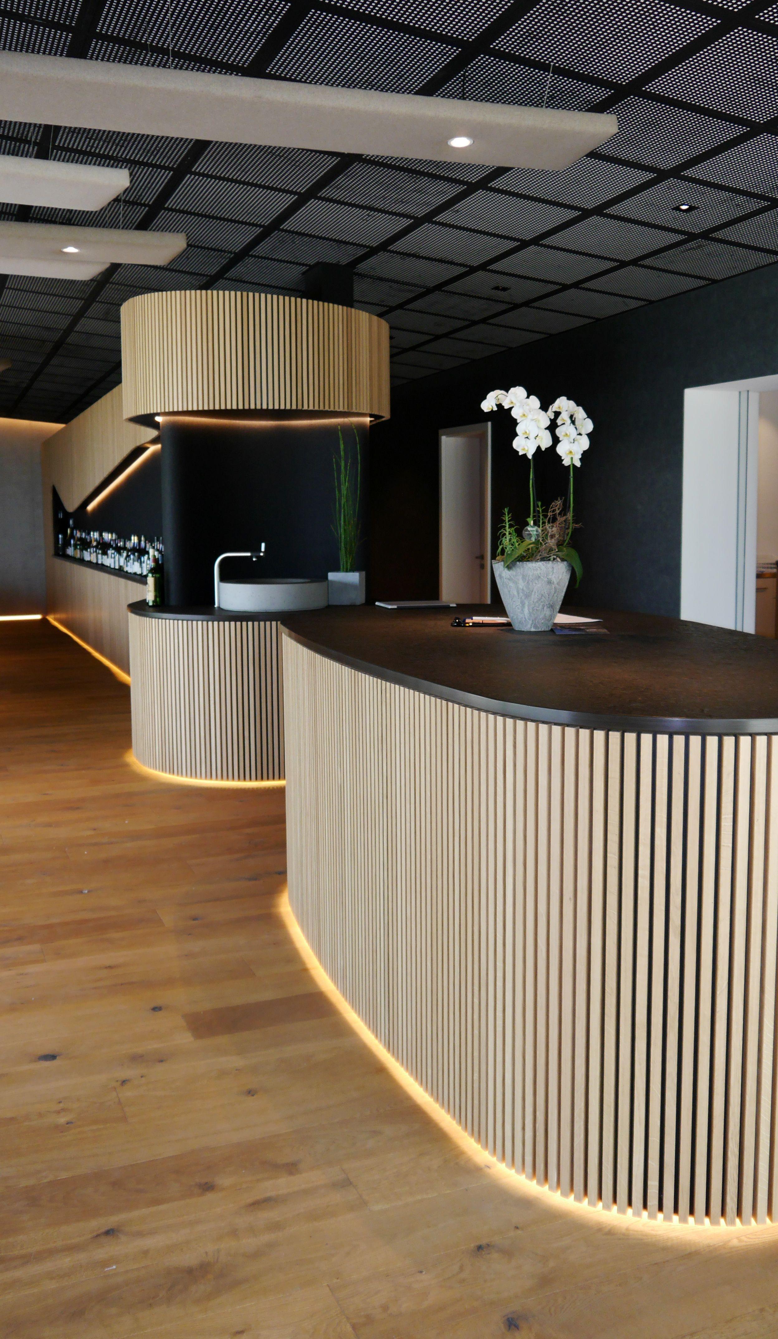 Indirekte Sockelbeleuchtung Gastronomieeinrichtung Innenarchitektur Wohnzimmertische