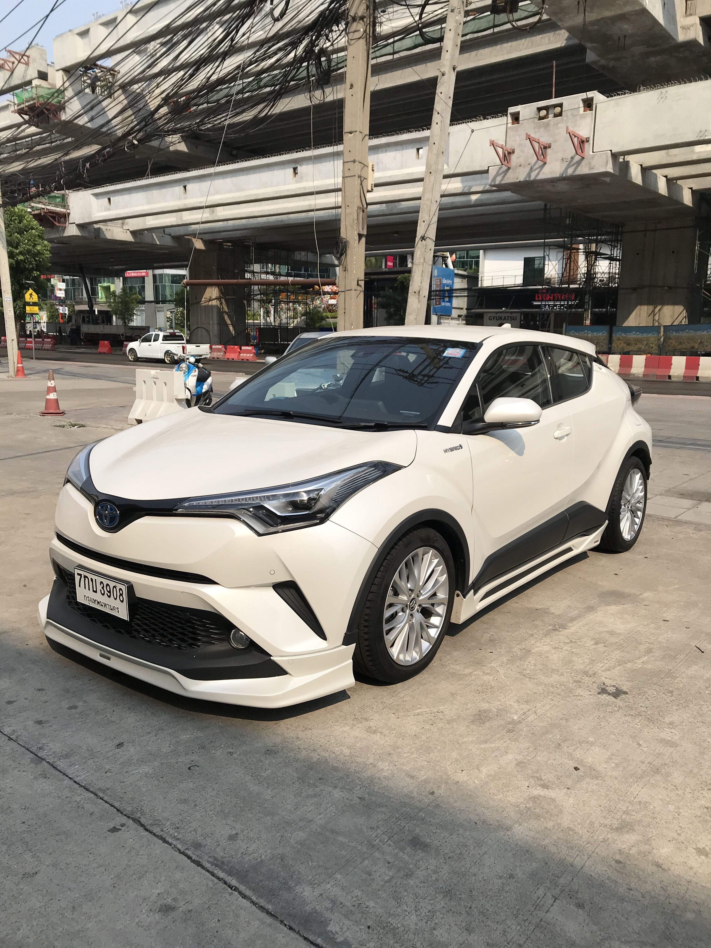 Toyota C Hr Hybrid 2020 27 Lakh Real Life Review In 2020 Toyota Toyota C Hr Subcompact