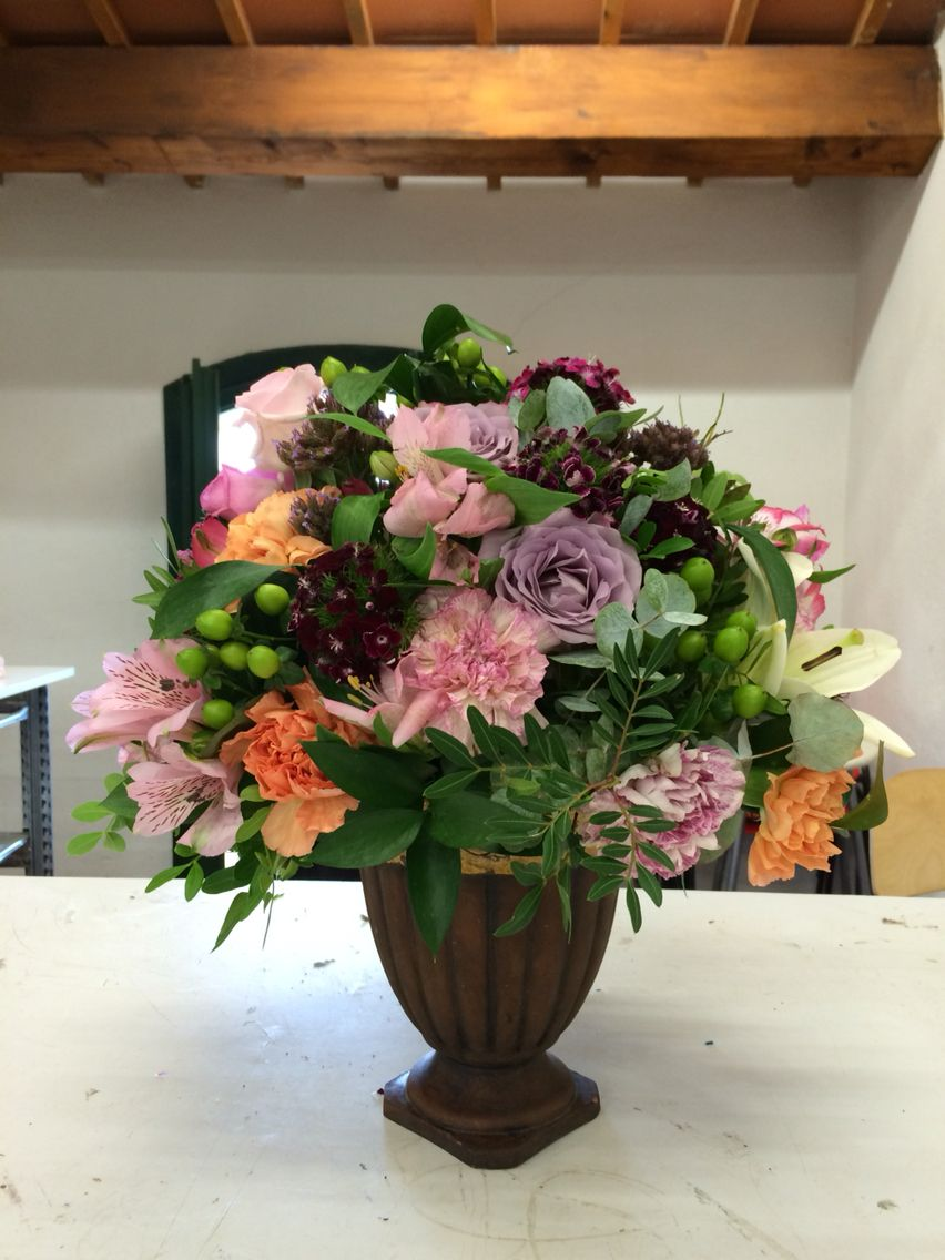 Cute floral bouquet in a vase for a wedding round shaped with pink cute floral bouquet in a vase for a wedding round shaped with pink garnet izmirmasajfo