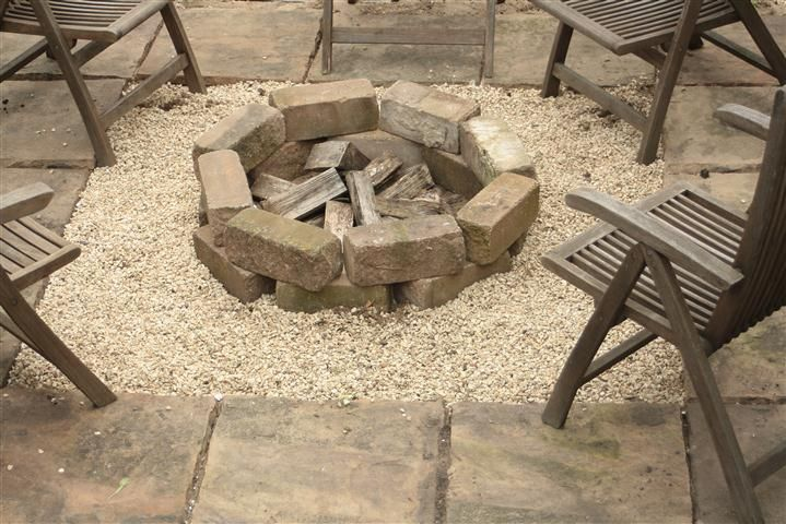 Gravel around the fire pit and square patio diy for Gravel around fire pit