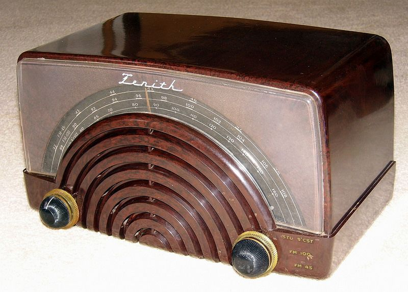 Vintage Zenith Table Radio, Model 8H023, Broadcast (BC) & FM