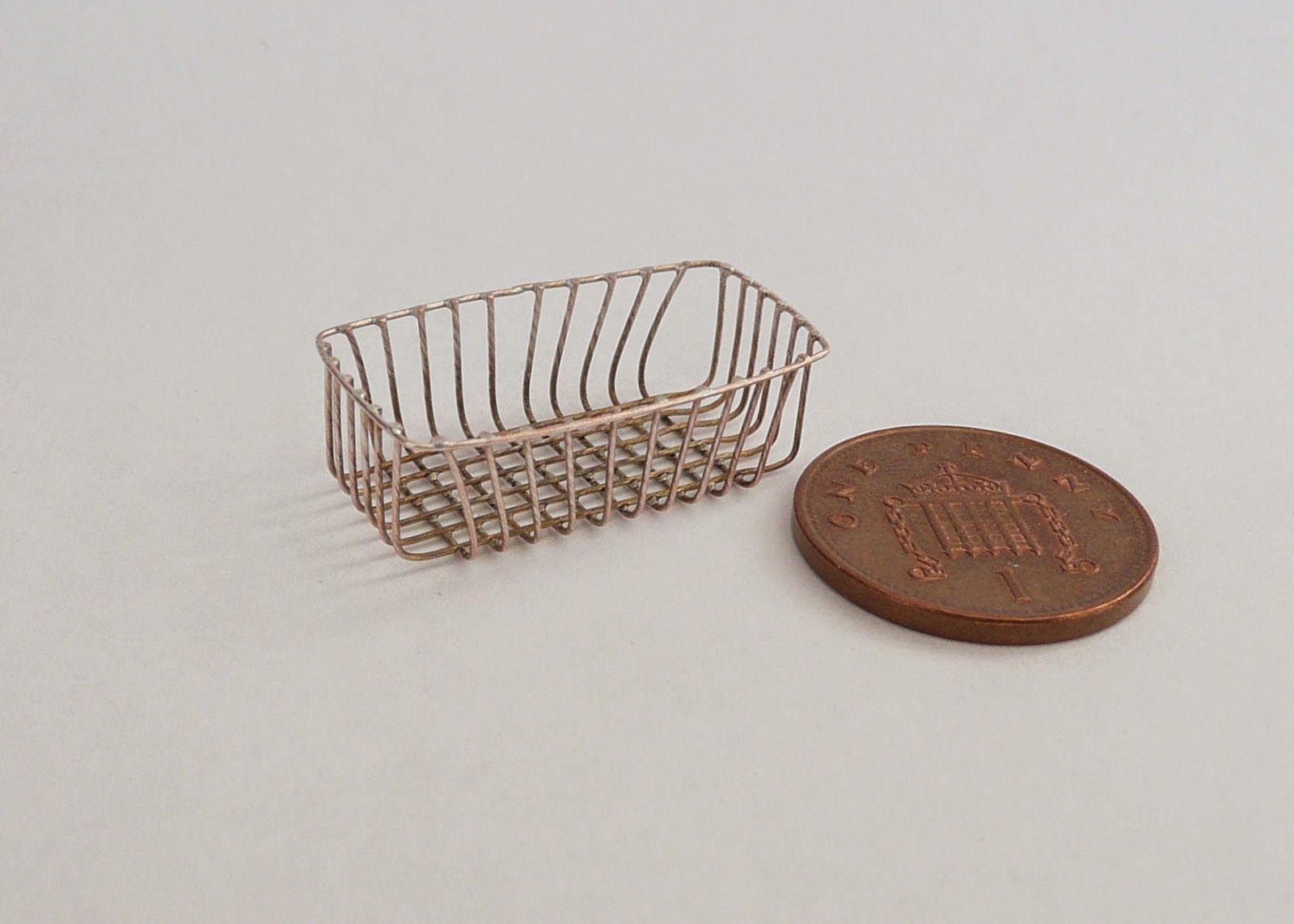1:12 scale Wire basket tutorial | too old for dolls? nope ...