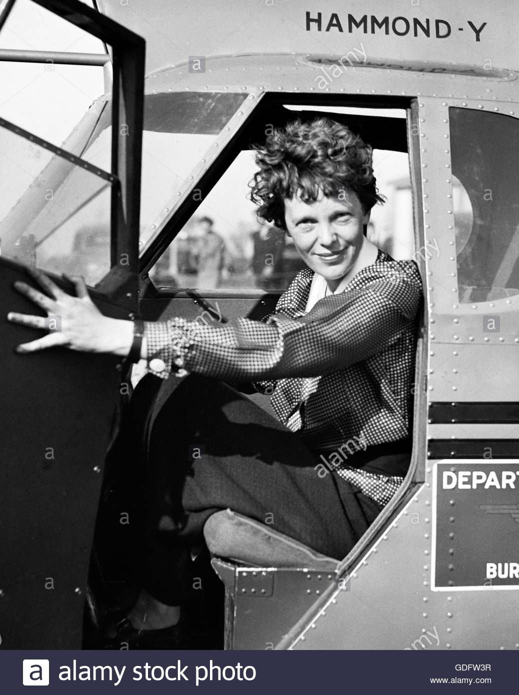 Download this stock image: Amelia Earhart (1897-1937) in the cockpit ...