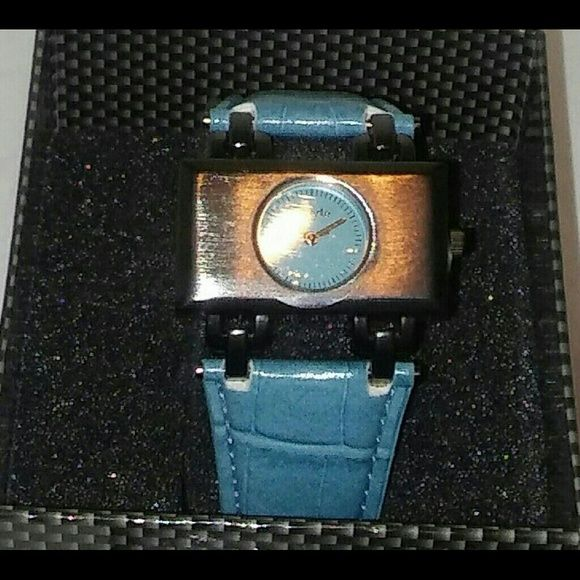 Unique QUALITY New!! Classic in feel but but contemporary in function.  A beautiful ion plated case w/stainless steel !   Bright and vivid colors throughout the design  A leather strap so soft and comfortable.  An ion plated stainless steel buckle.  It's back is pressure sealed.  This watch is water resistant up to 3ATM for Superior Use Underwater.  Japanese Quartz Mvmt.    The revolutionary Eberle Watch Co. originated in Switzerland.  Maurice Eberly was granted a prestigious Swiss Patent in…