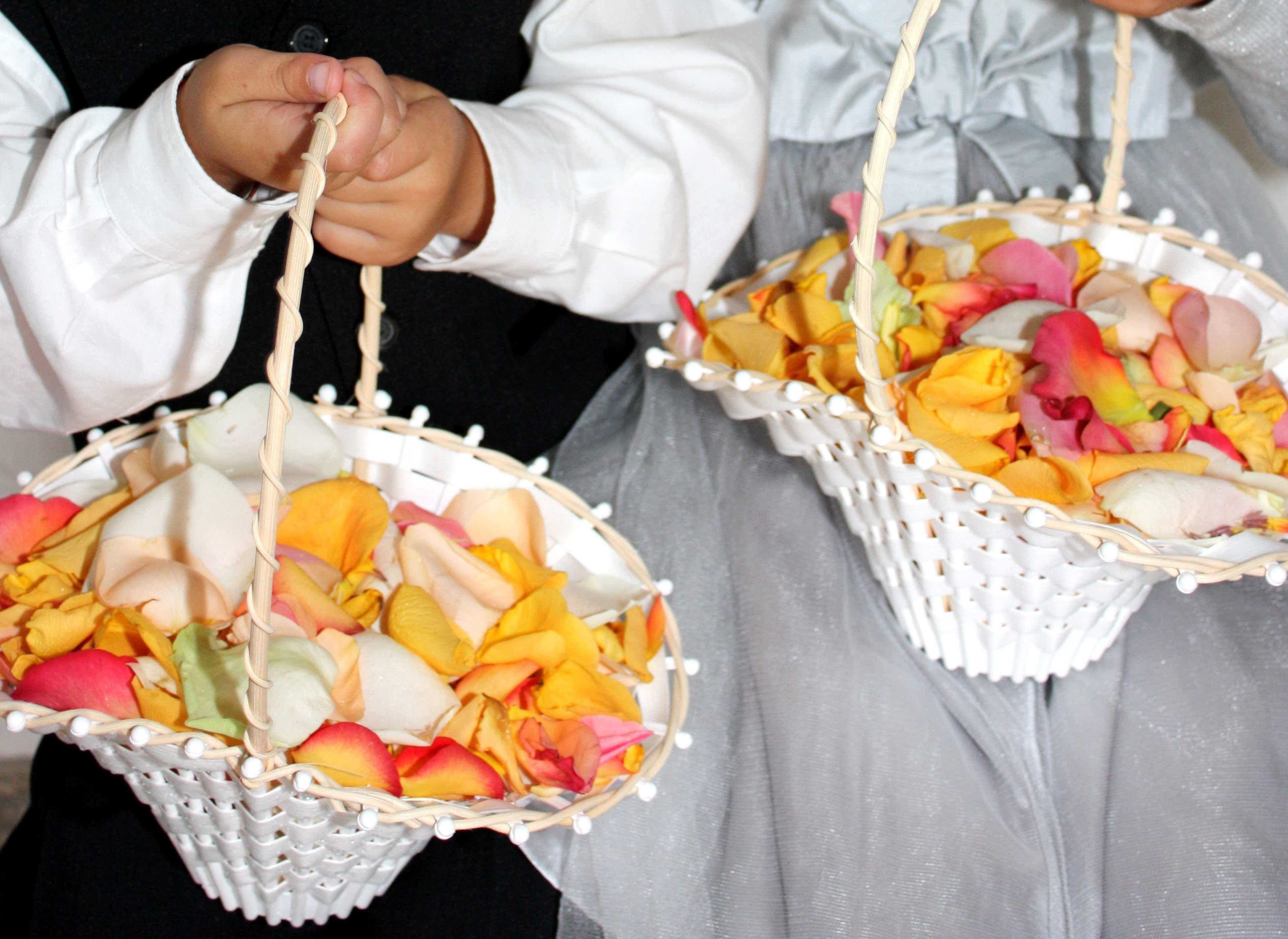 Blumenkorbchen Blumenkorbchen Perfekte Hochzeit Hochzeitsdeko