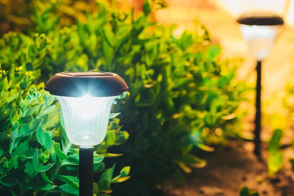 Lichtimmissionen Und Nachbarschaftsrecht Das Sagt Das Gesetz Gartenbeleuchtung Solarleuchten Garten Solarleuchten