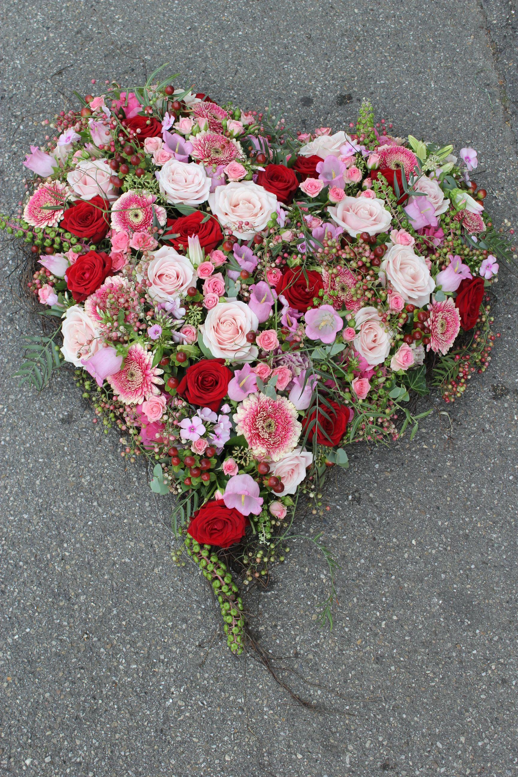 Blumenherz rosa rot  Blumenherze fr Trauerflle und Hochzeitsfeste  Pinterest  Blumen