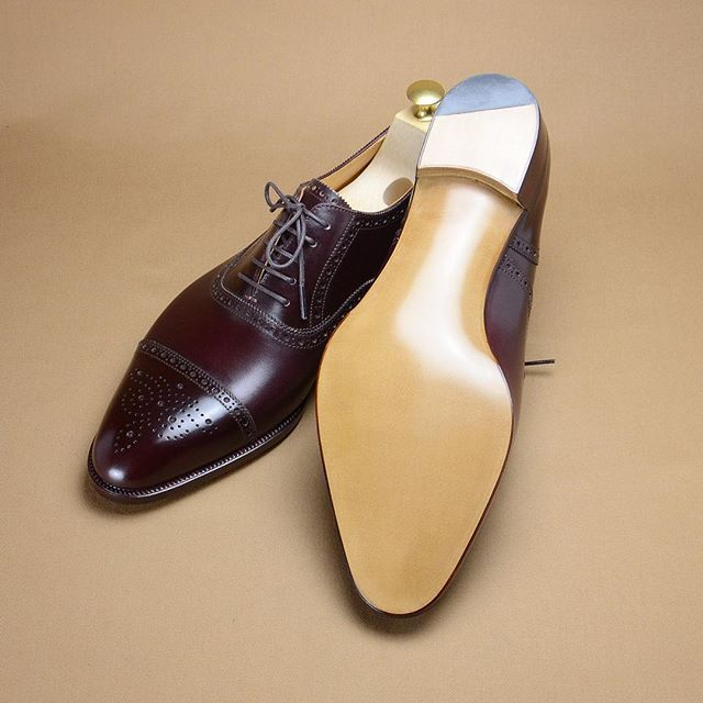 A sole of semi brogue, natural finish sole with beveled waist and blind  nail top