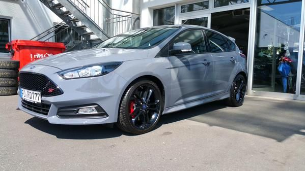 Stealth Grey Ford Focus St 3 With Good 19 Inch Alloy Wheels Thanks