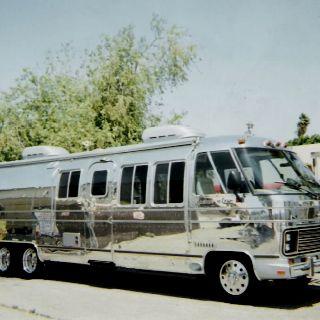 Want ThisShiny Airstream Motorhome