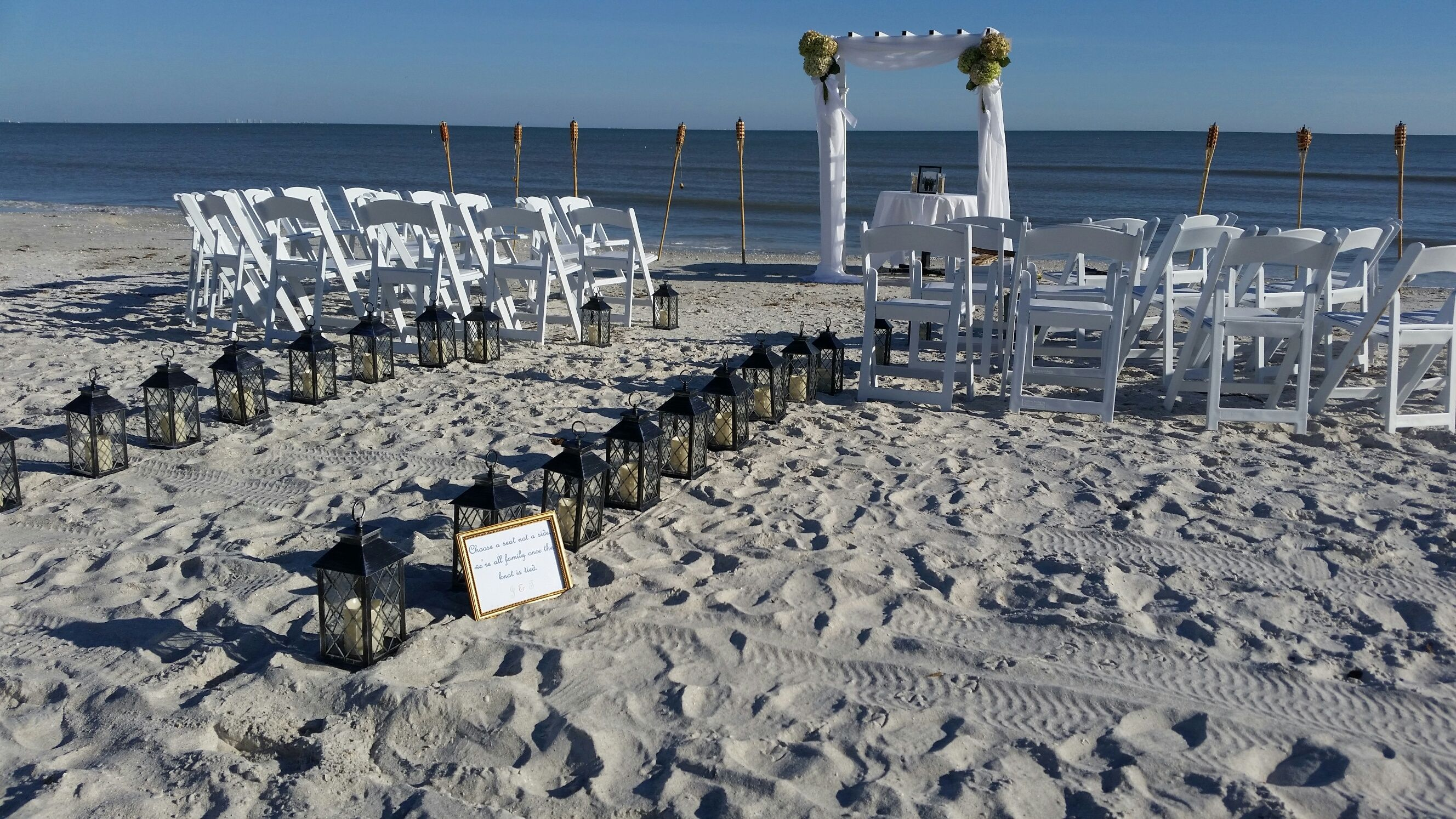 "Sundial Beach Resort & Spa is the ideal setting for beach brides looking to say ""I do"" in paradise. #SWFL #SanibelIsland www.sundialresort.com/events/weddings/"