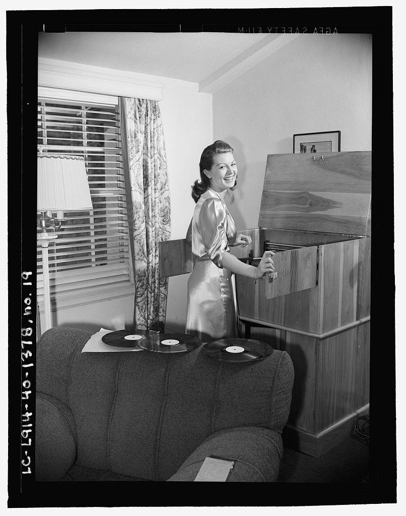 Lana Turner Loving Vinyl In 1940 People And Records