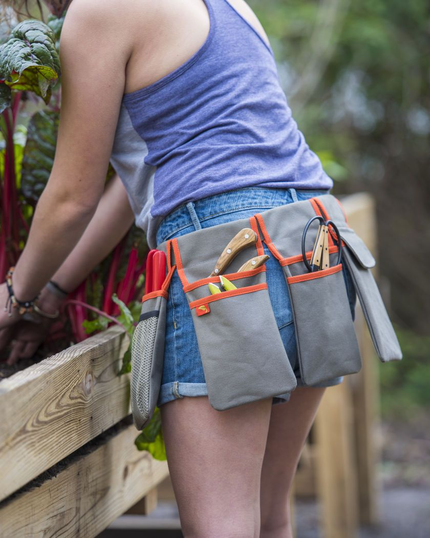 Customizable Tool Belt Lets You Carry as Much  or as Little  as You Need. DIY Garden tool belt tutorial  Great homemade gift for gardeners