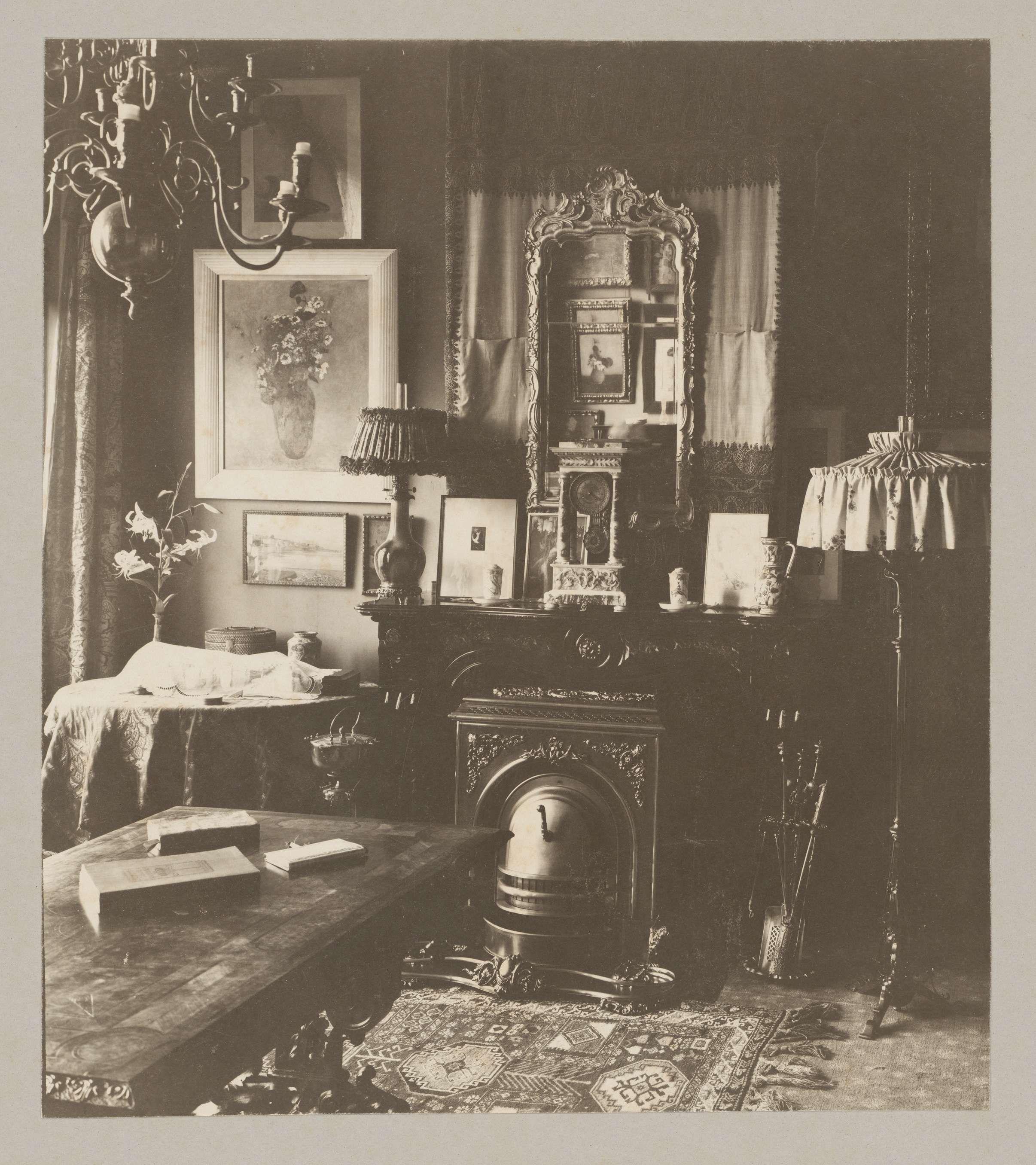 Interieur van het huis van Andries Bonger in Amsterdam, met een aantal Redons aan de muur, Van Meurs, 1926