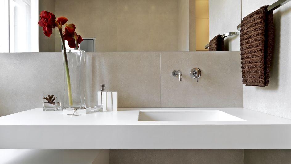 Die Serie Irsina Unterstreicht Den Eleganten Minimalismus Einer Modernen  Badgestaltung.