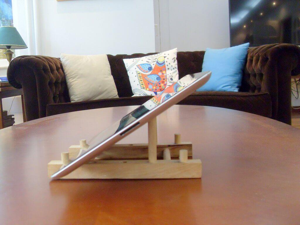 transformez votre range assiette en bois bon march en un support ipad plate holder ipad and. Black Bedroom Furniture Sets. Home Design Ideas