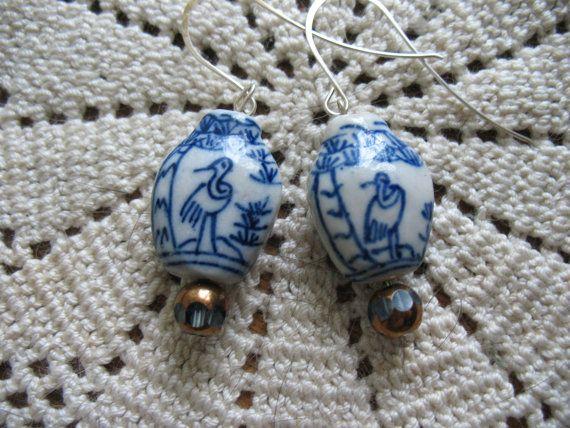 Blue and White Porcelain Earrings por SKLJewelryandMore en Etsy
