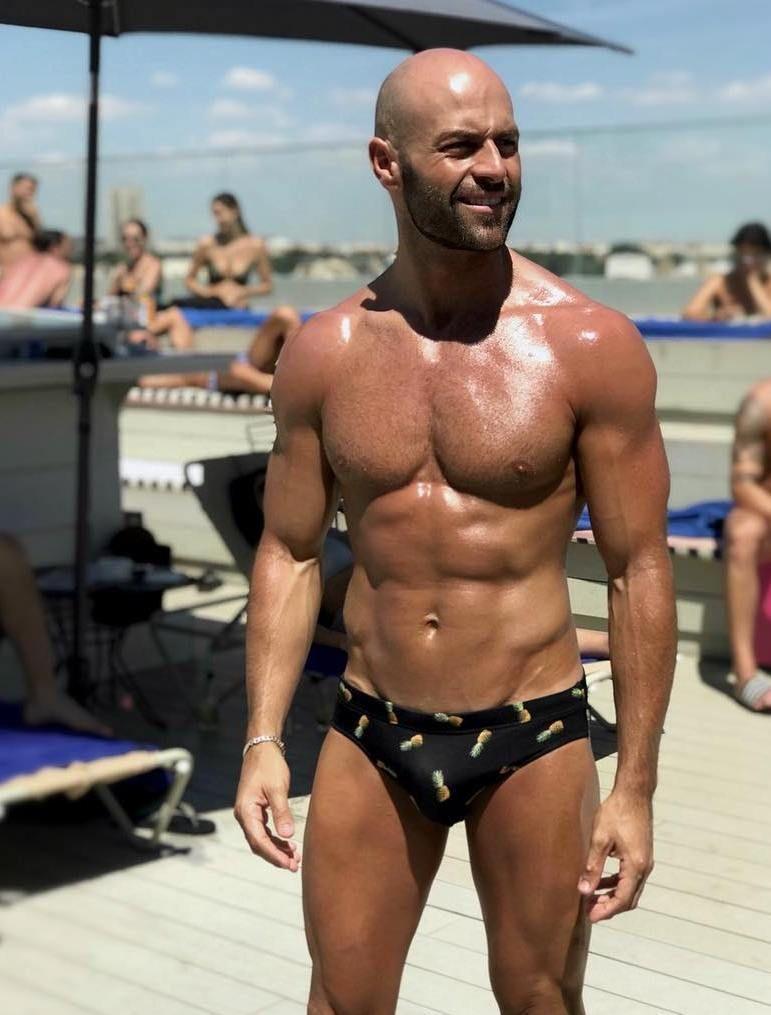 ff9946765069b Muscle dads Jason Statham, Speedos, Male Body, Sportswear, Dads, Hot Guys