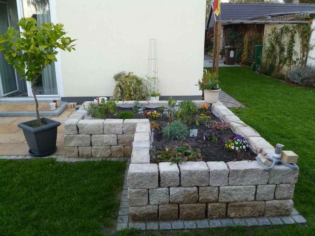 Garten Mauerbau Hochbeet Steintreppe Gartner Gartengestaltung Augsburg In 2020 Garten Garten Hochbeet Garten Landschaftsbau
