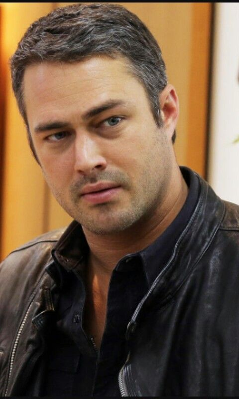 TAYLOR KINNEY CHICAGO FIRE in 2019