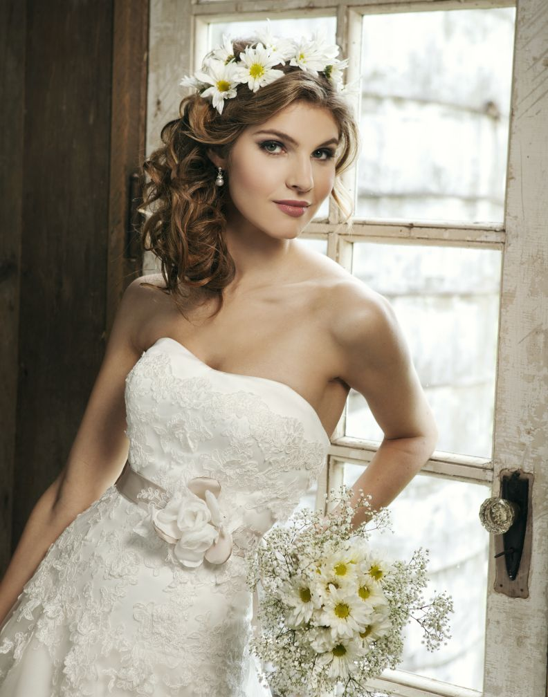 Two Kinds Of Romantic Wedding Hairstyle Lace Sweetheart Wedding
