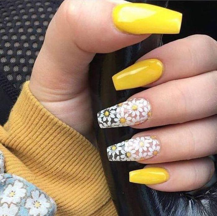 Cool idée manucure jaune estivale, une idee ongle deco avec marguerites,  modele ongle gel, decoration cool à la couleur du soleil, mode et beauté