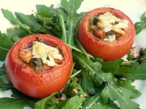 Gefüllte Tomaten mit Sardellen, Kapern und Rucola #Rezept / Filled Tomatoes with Anchovy, Capers and Arugola