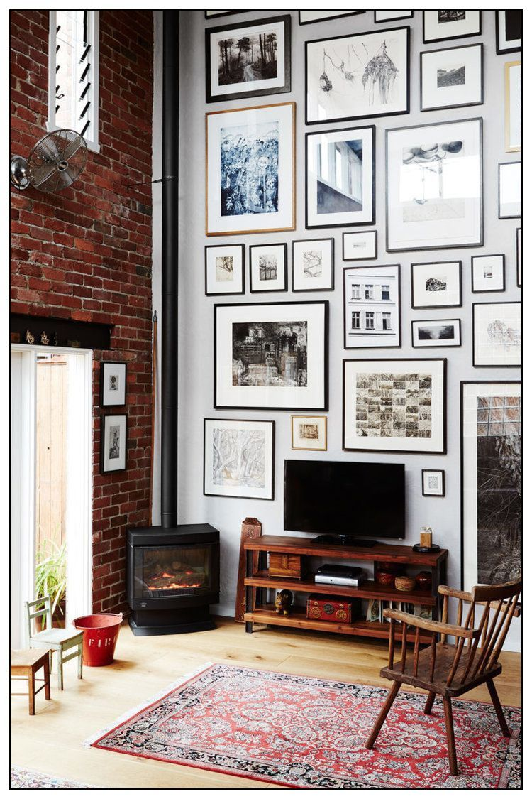 A Beautiful Living Room With A Full Wall Of Hanged Frames Visit Pixgallery For A Choice Of Photographs European Home Decor Rooms Home Decor Home Decor