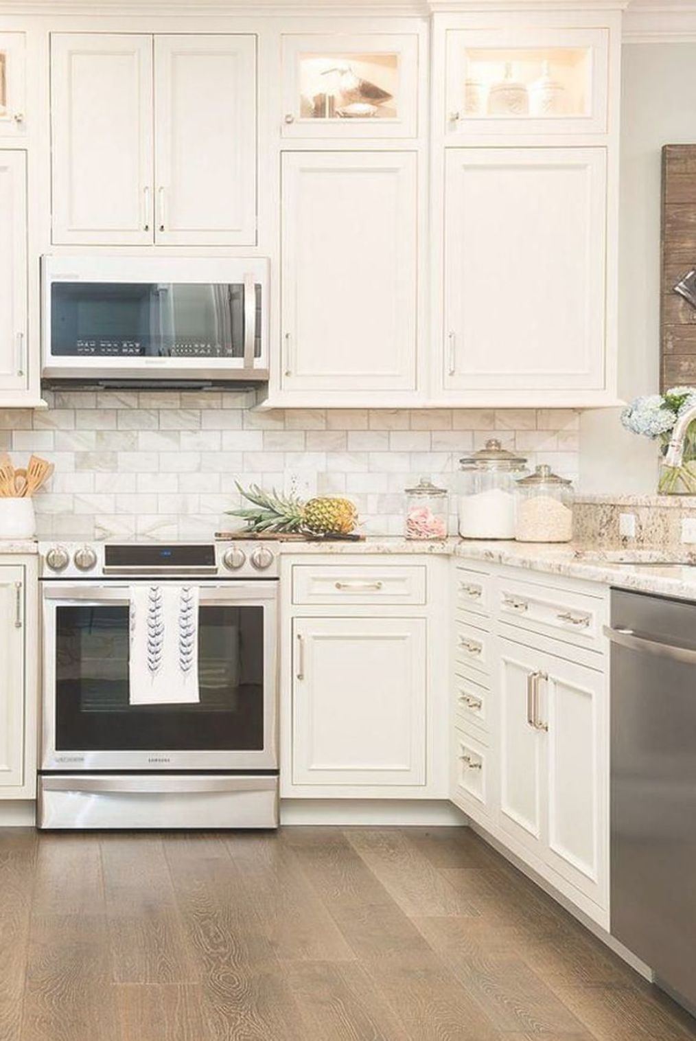 Pin By Anne Edited On Kitchen In 2020 Off White Kitchens Off White Kitchen Cabinets New Kitchen Cabinets
